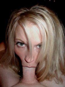 Plan sexe avec jeune nana en dessous coquins